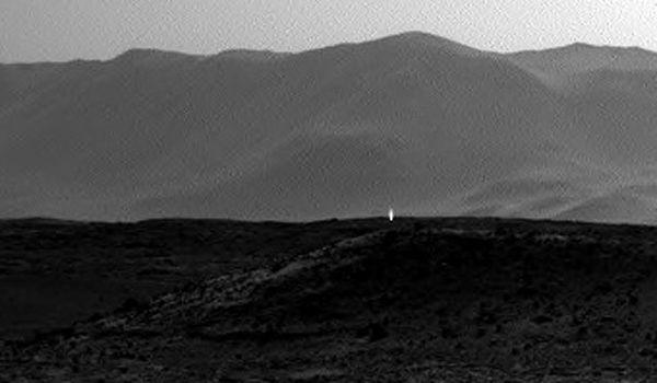 Strange UFO Light seen on Mars by the Curiosity Rover