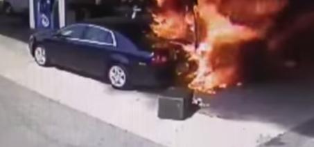 Car Crashes into Gas Pump – Crash Rescue by Off Duty Cop