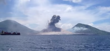 Volcano Eruption in Papua New Guinea VIDEO