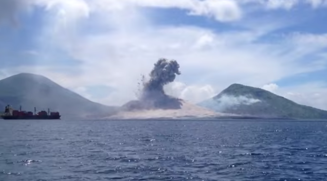Volcano Eruption in Papa New Guinea VIDEO