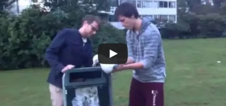 Seagull rescue – Guys help a seagull stuck on a trash can