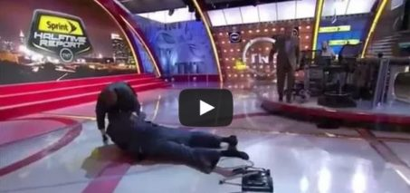 Shaq falls off chair Inside the NBA
