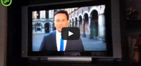 NOS Journaal videobombing – Guy runs to live TV Broadcast
