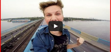A ride on the roof of the metro train   Поездка на крыше метро