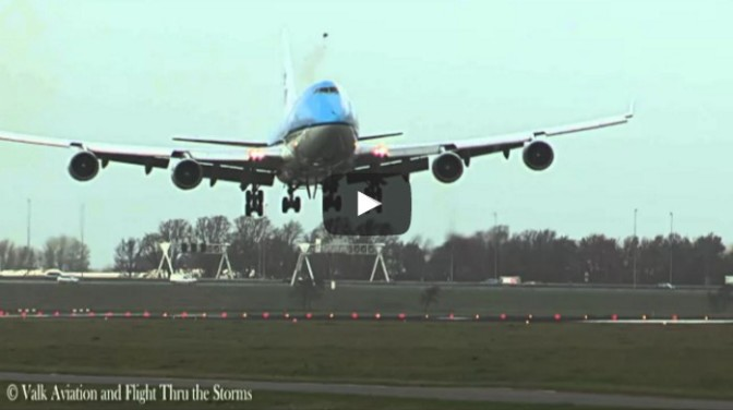 Birdstrike KLM B747 - PH-BFS