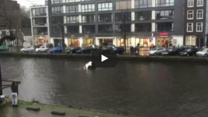 Four men save a woman and child from a sinking car in Amsterdam