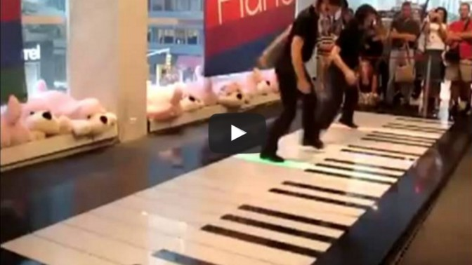 Now that's how you play a floor piano